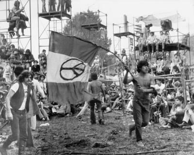 Entre la protesta social y el cómodo consumismo: un lugar para el rock latinoamericano