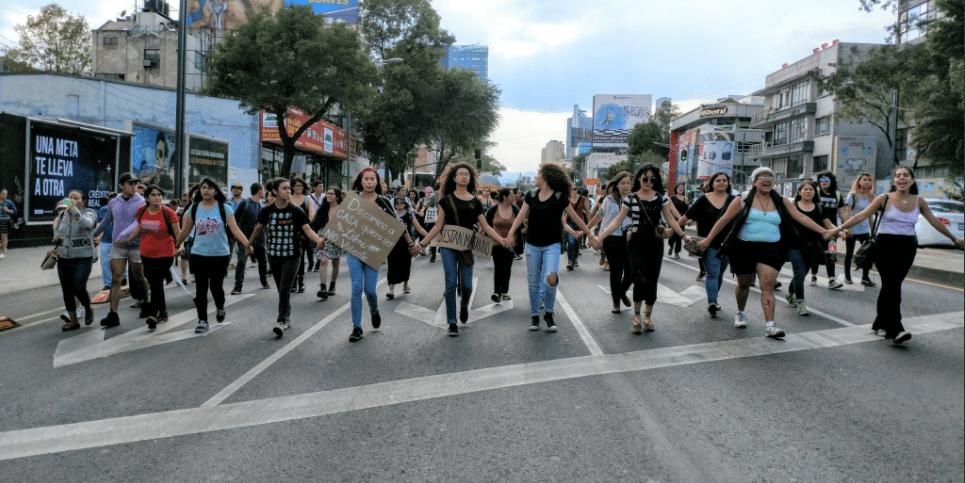 El derecho de un hombre… y las letras chiquitas de Uber y Cabify. Reflexión tras la marcha por Mara Castilla