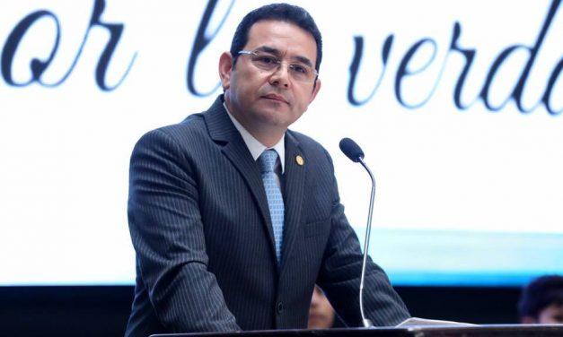 Jimmy Morales: la historia de cómo el presidente mejor pagado de América Latina cobra un sueldo extra para su protección legal