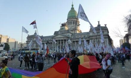 Argentina: pese a la igualdad legal, aumentan las agresiones a personas LGBTI+